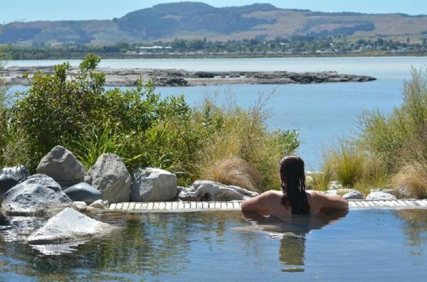 8-Day North Island Adventure Tour: Rotorua - Tongariro - Whanganui