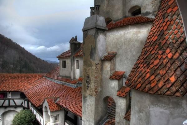 2-Day Transylvania Tour from Bucharest: Sinaia Monastery   Peles Castle   Bran Castle