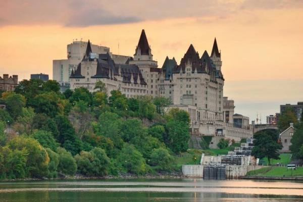 5-Day East Canada Maples Tour: Ottawa - Montreal - Quebec - Niagara Falls from Toronto