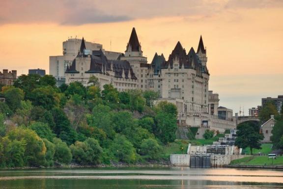 5-Day East Canada Maples Tour: Toronto - Ottawa - Montreal - Quebec