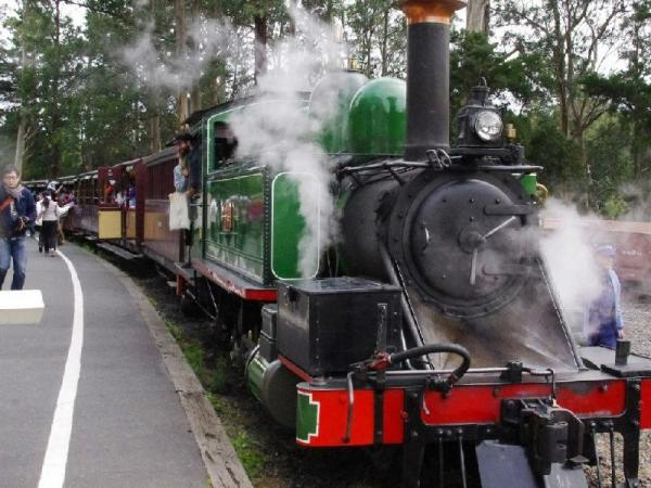 Puffing Billy Railway Tour with Yarra Valley Wineries