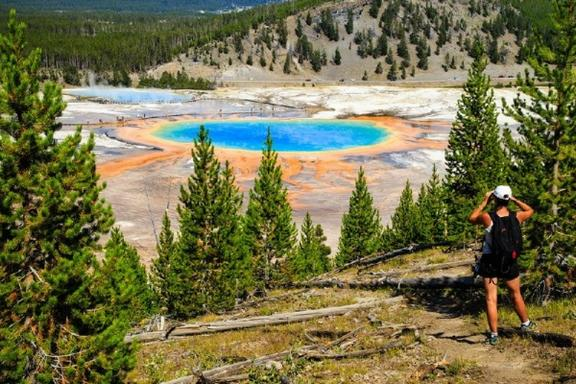 7-Day Yellowstone, Las Vegas, Grand Canyon West, & California Theme Park Premium Tour