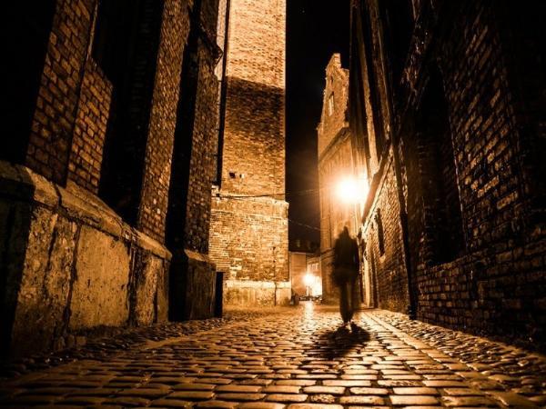 2-Hour London Evening Walking Tour: Criminals and Urban Legends