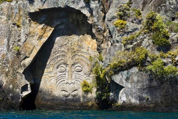 Lake Taupo Kayaking to Maori Rock Carvings