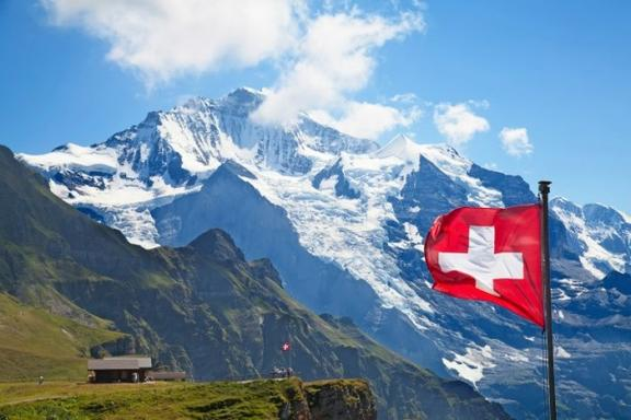 4-Day Swiss Winter Tour Package: Zurich - Interlaken - Jungfraujoch