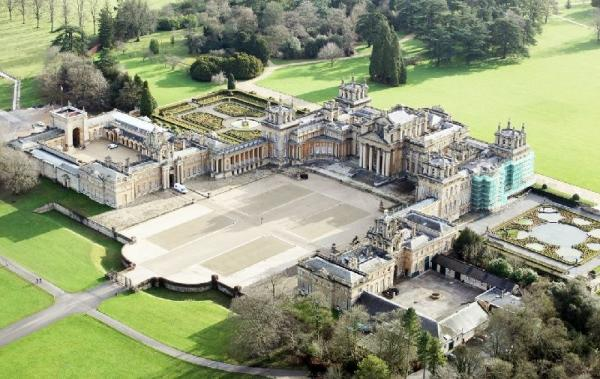 Blenheim Palace + The Cotswolds Day Trip from London