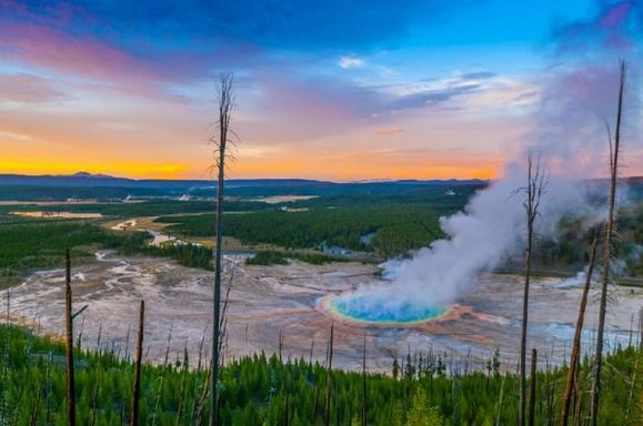 Yellowstone Lower Loop Deluxe All-Inclusive Private Day Tour