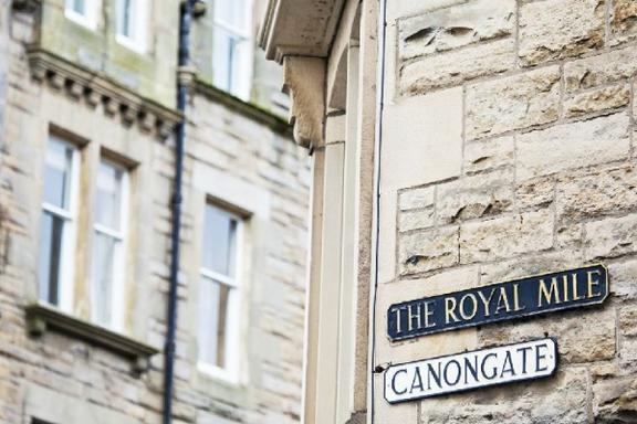 Royal Edinburgh Tour w/ Holyrood Palace
