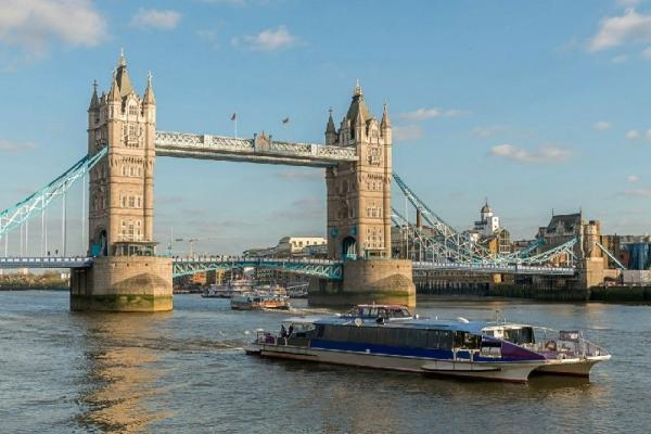 St. Paul's Cathedral and Tower of London Tour w/ Thames River Cruise