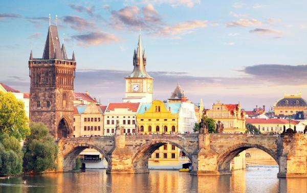 10-Day Central + Western Europe Tour: Berlin - Prague - Zurich - Paris