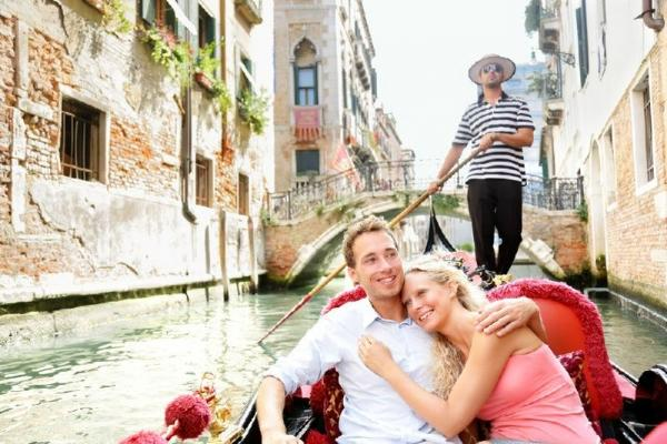 7-Day Southern and Western Europe Tour Package from Lucerne
