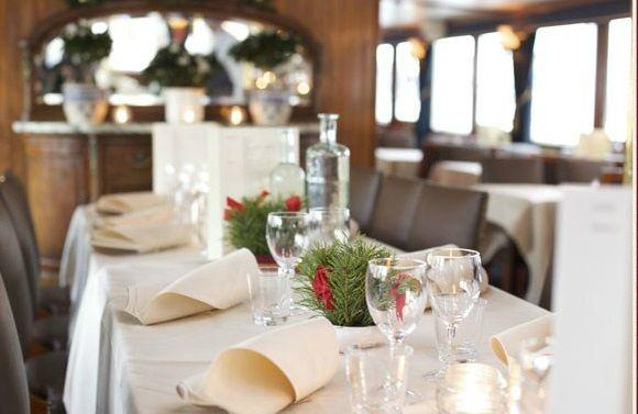 Traditional Early Christmas Dinner Cruise