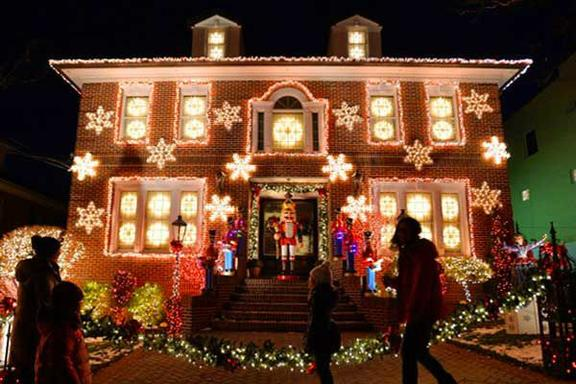 Brooklyn & Dyker Heights Christmas Lights Tour
