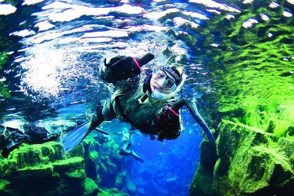Silfra Snorkeling Trip