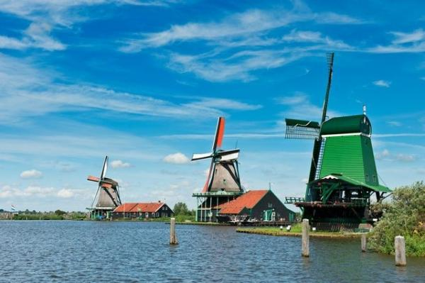 Amsterdam Sightseeing and Windmill Villages Tour w/ Canal Cruise**Marken - Volendam - Zaanse Schans**