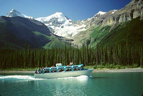 Jasper Explorer Combo Package: Glacier Skywalk, Glacier Adventure, & Maligne Lake Cruise