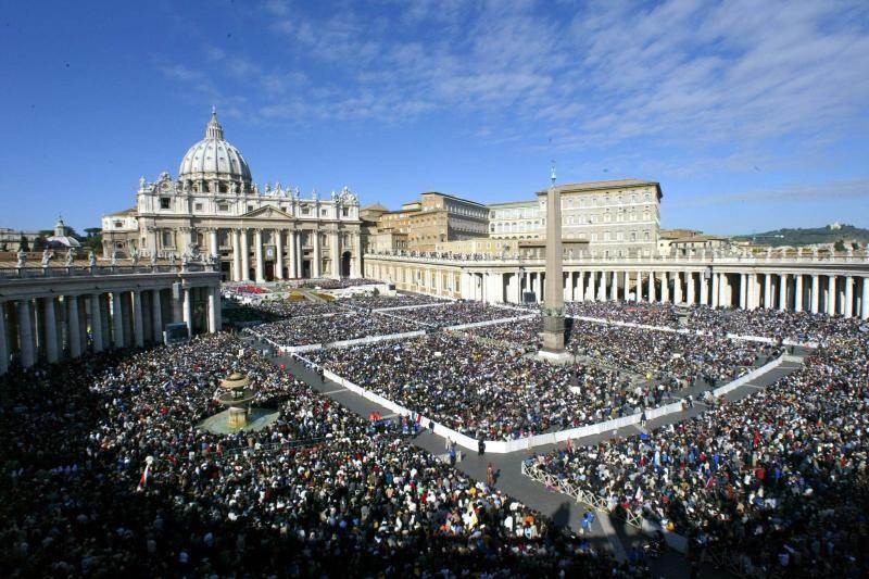 Papal Audience W/ Colosseum and Roman Forum