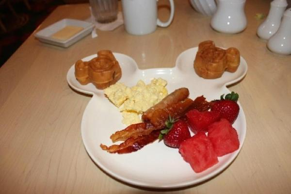Disney Supercalifragilistic Breakfast with Disney Characters and Limousine Transfer