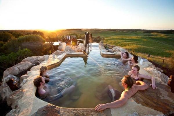 1-Day Peninsula Hot Springs Tour