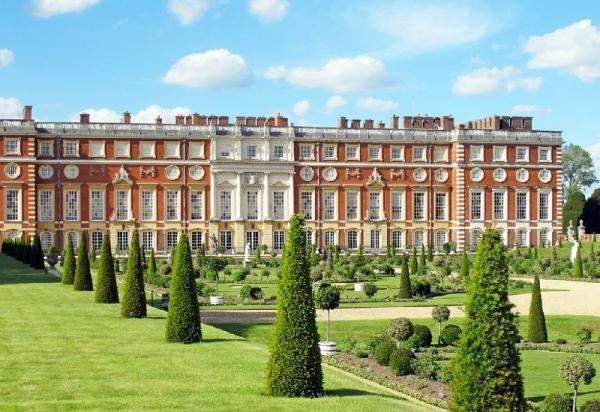 Hampton Court Palace Private Tour w/ Stonehenge and Bath**Fast Track Entry to Stonehenge**