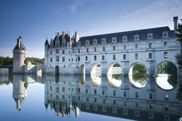 Loire Valley Castles Tour: Chambord - Chenonceau - Amboise**Small Group Tour W/ Da Vinci's Tomb**