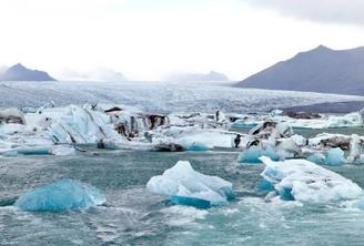 Jokulsarlon Glacier Lagoon Day Tour + Northern Lights Hunt