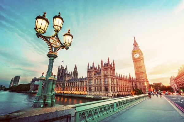 6-Day Paris and London Tour**w/ Airport Pick-up in Paris**