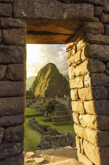 Machu Picchu Tour From Cusco with Vistadome Train