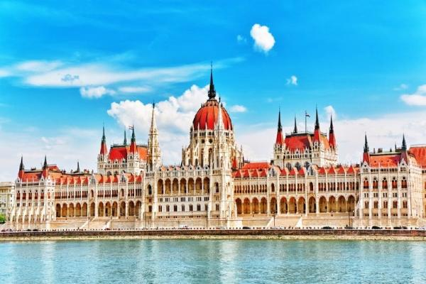 5-Day Vienna and Budapest Holiday Package**w/ Vienna Int'l Airport Pick-up**