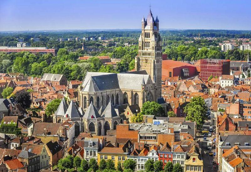 11-Day Central + Western Europe Tour: Prague to London