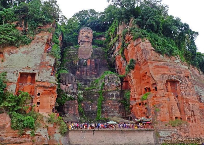 Chengdu Panda Base and Leshan Giant Buddha Tour