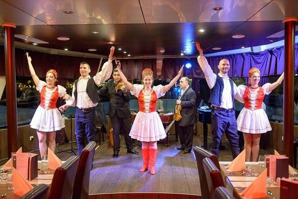 Danube Dinner Cruise with Operetta and Folk Performance