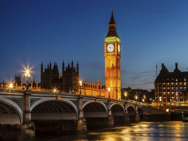 15-Day Tour of Central + Western Europe: Vienna to London