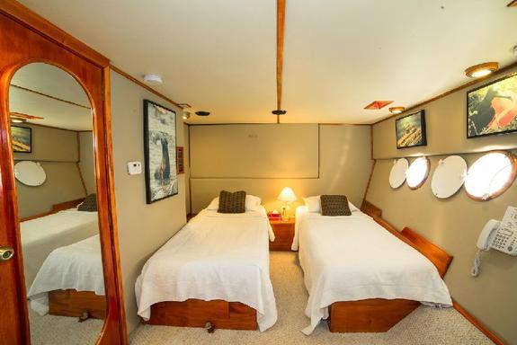 Reina Silvia - Galapagos Cruise
