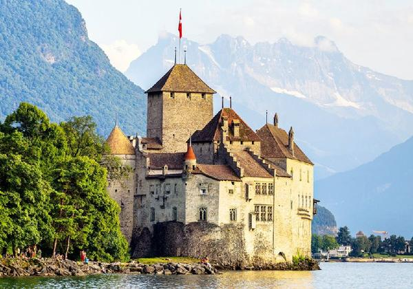 3-Day Swiss Rail Holiday Package: Lucerne to Montreux**GoldenPass Line**