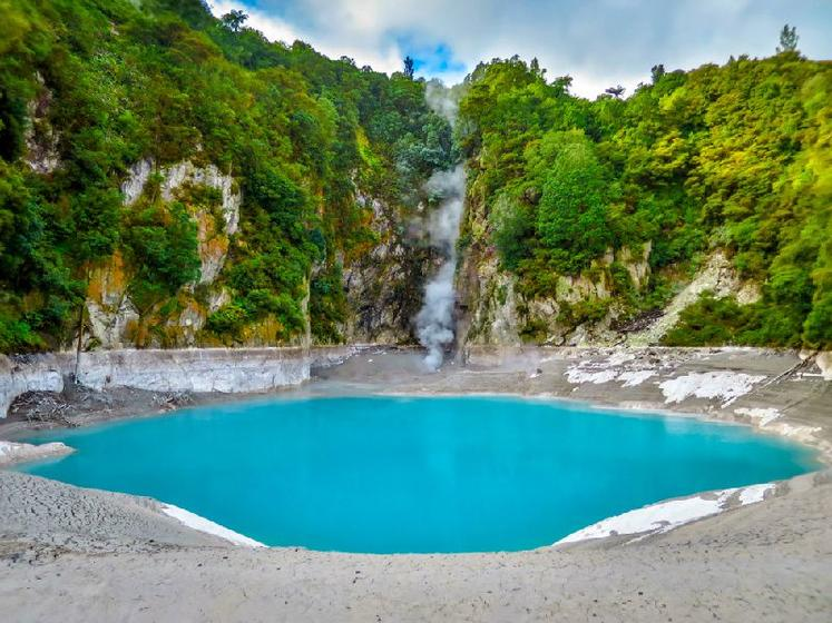 10-Day North Island Scenic Adventure Tour: Winter Departures: Habei - Rotorua - Whakahoro - Tongariro - Wellington