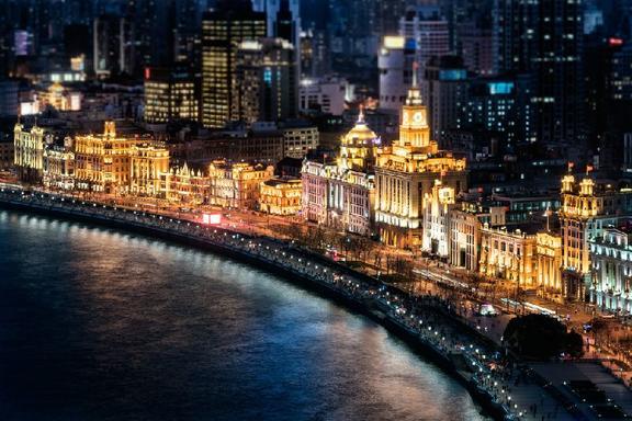 Private Evening Tour of The Bund w/ Huangpu River Cruise