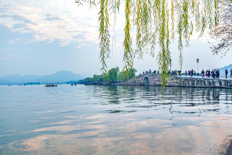 Full Day Private Tour of Hangzhou West Lake and Linyin Temple