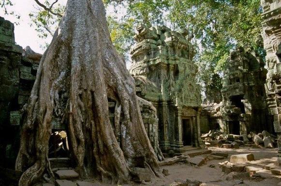 5-Day Vietnam & Cambodia Tour: Hanoi to Siem Reap
