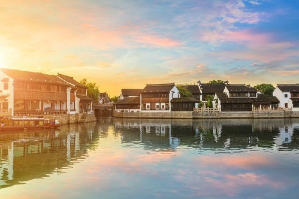 8-Day Small Group China Tour Package By Train: Beijing - Xi'an - Shanghai