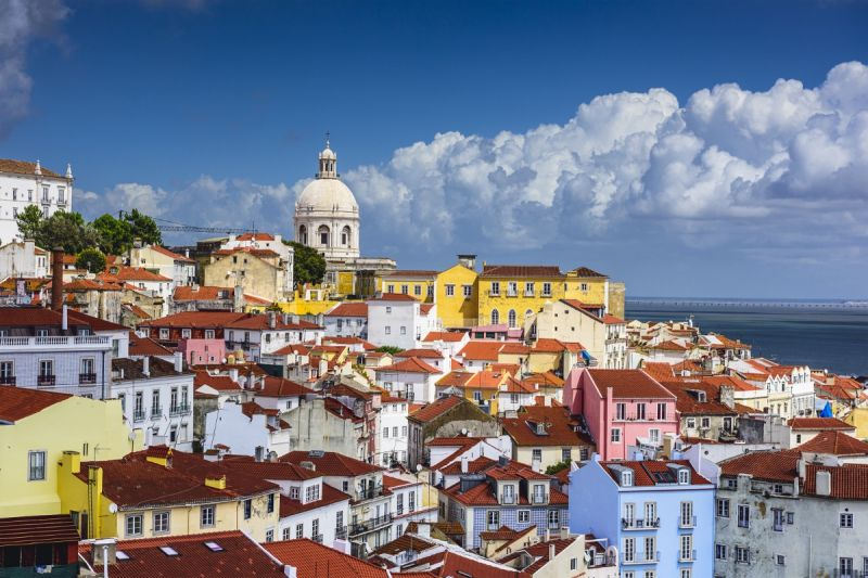Alfama Small Group Walking Tour**Miradouro da Graça | Se de Lisboa | Monastery of Saint Vincent**