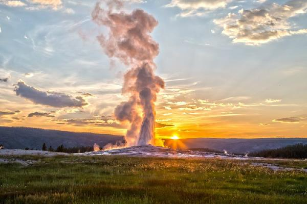 10-Day Canadian Rockies & Yellowstone Tour From Vancouver