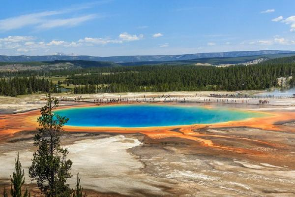 10-Day Canadian Rockies and Yellowstone Tour From Seattle