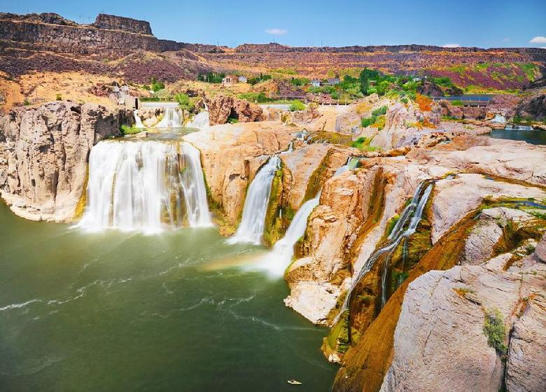 11-Day Enchanting West Coast Tour: Geysers, Canyons, Lakes & Waterfalls