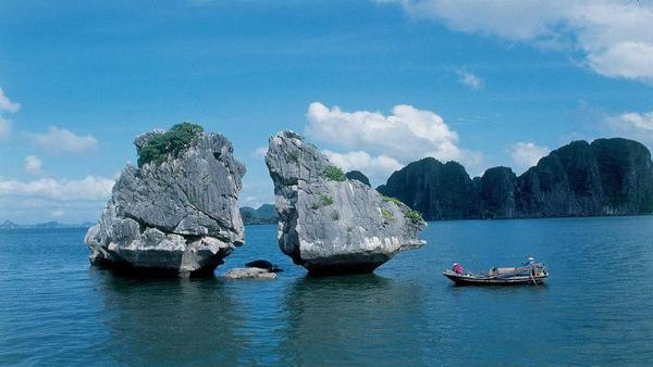 3-Day Deluxe Halong Bay Cruise Aboard Lavender Cruise