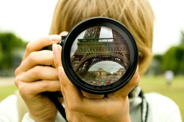 Private Photo Shoot in Paris with a Personal Photographer**1-8 guests**