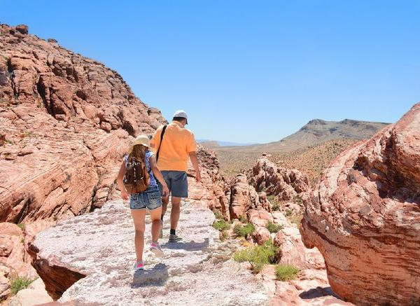 In-Depth Red Rock Canyon & Valley of Fire Hiking Tour