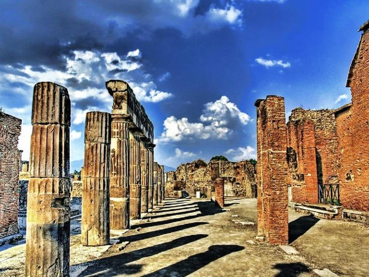 VIP Pompeii and Sorrento Small Group Tour from Naples