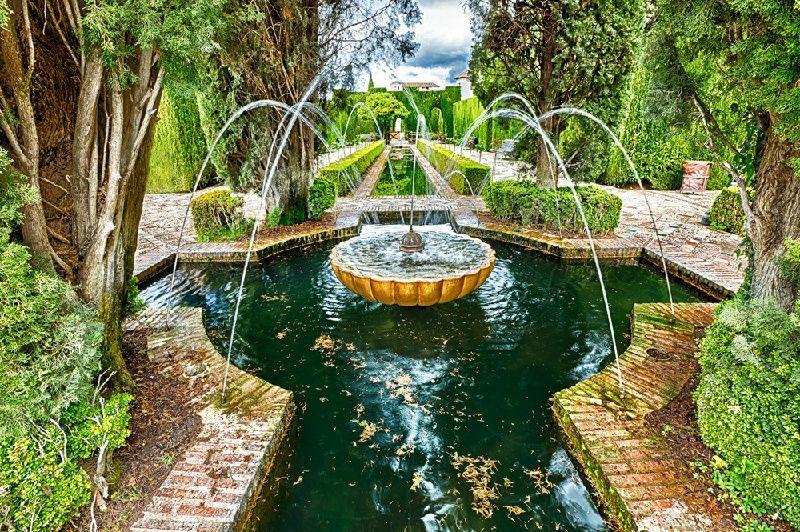 Granada Day Trip from Costa del Sol w/ Generalife Gardens