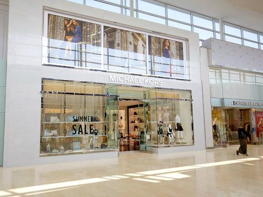 Private Square One Shopping Tour From Toronto by SUV
